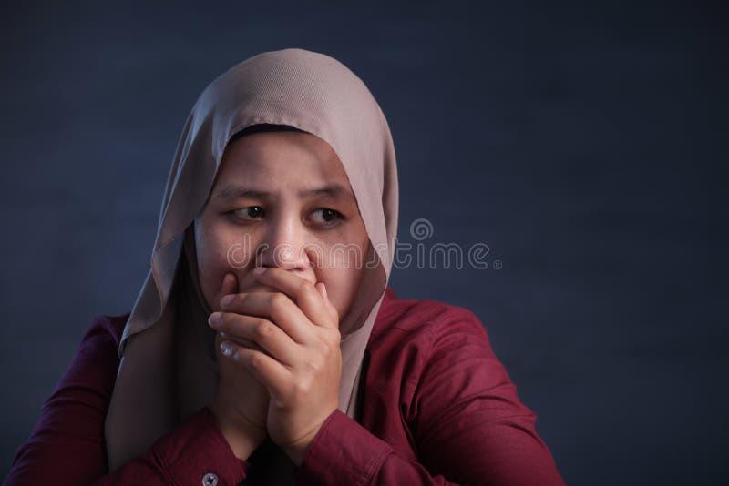 Droevige Gedeprimeerde Moslimvrouw stock foto