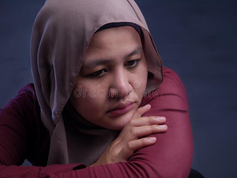 Droevige Gedeprimeerde Moslimvrouw stock fotografie