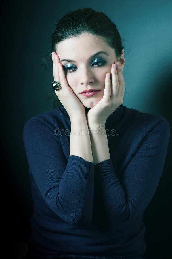 Droevige gedeprimeerde vrouw stock foto
