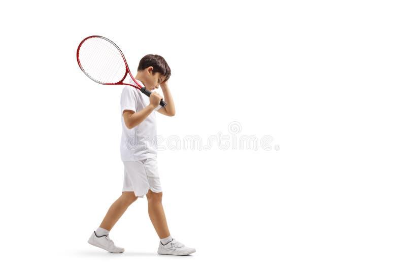 Droevige jongen met een tennisracket royalty-vrije stock afbeeldingen