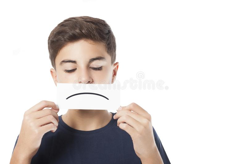 Droevige jongen met emoticon stock foto