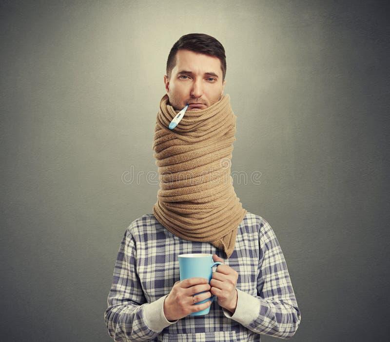 Droevige mens met lange hals stock afbeelding