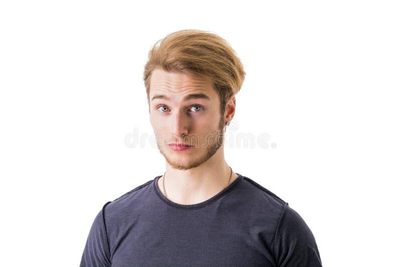 Droevige of ongerust gemaakte knappe jonge mens stock afbeeldingen