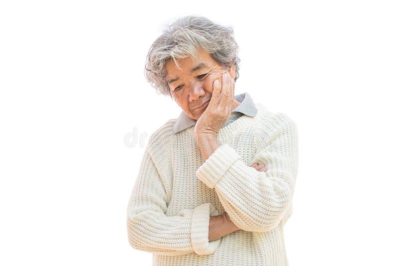 Droevige oude vrouw op witte achtergrond stock foto's