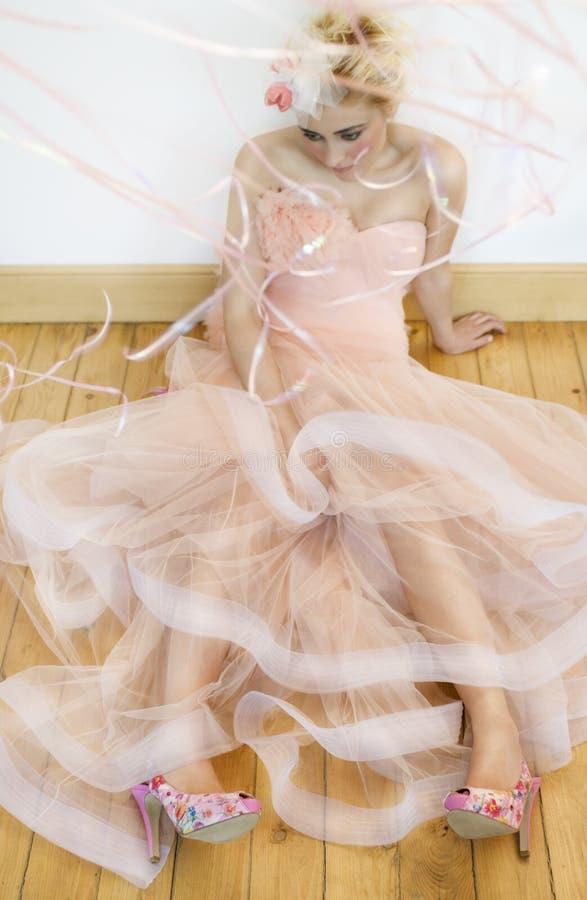 Droevige roze bruid stock fotografie