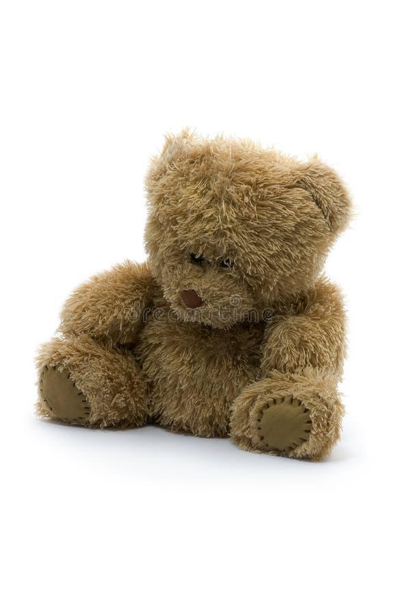 Droevige teddybeer die op witte achtergrond wordt geïsoleerd stock foto's