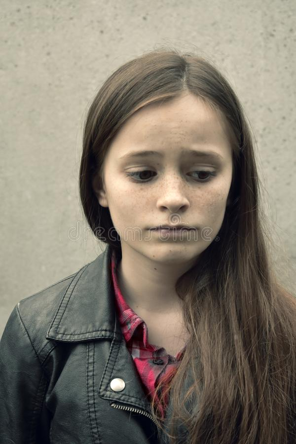 Droevige tiener met love-sickness stock foto