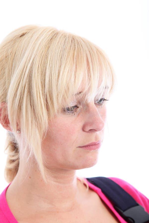 Droevige wanhopige vrouw met instromingsschachtogen stock fotografie