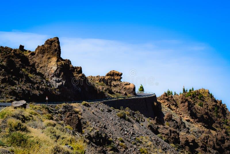 Droga Chociaż las w górach Tenerife Hiszpania wulkanem Teide zdjęcia stock