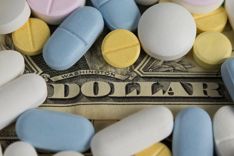 Droga dólares de los costes de las píldoras foto de archivo libre de regalías