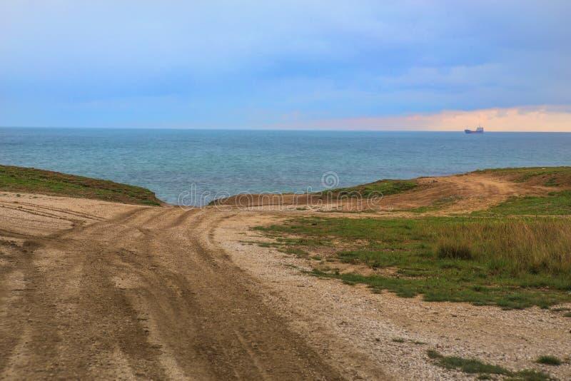 droga gruntowa plaża na morzu obrazy royalty free