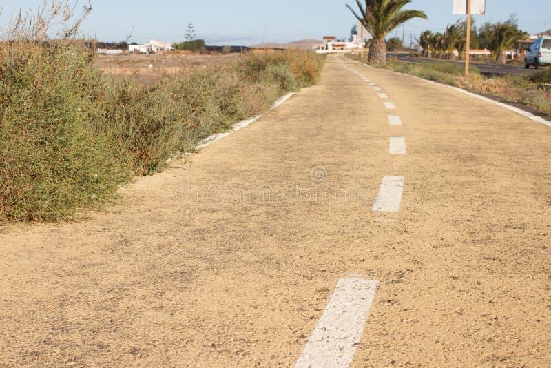 Droga gruntowa w Hiszpania, Canarian wyspy Rozdzielający centreline Bicyklu ślad obrazy stock