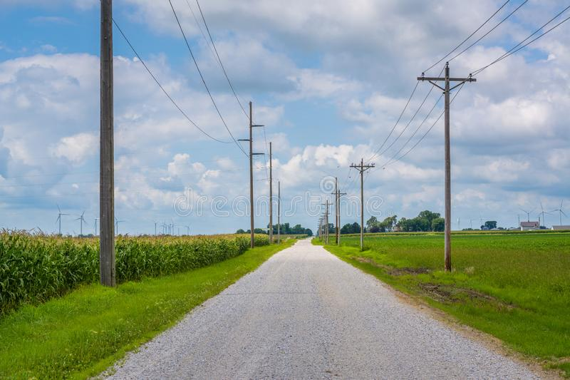 _droga i wiatraczek w wiejski Indiana obrazy royalty free