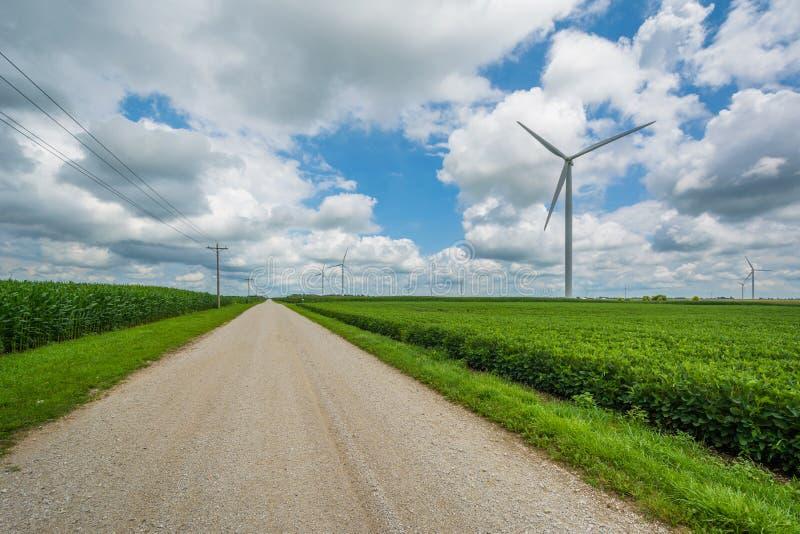 _droga i wiatraczek w wiejski Indiana obraz stock