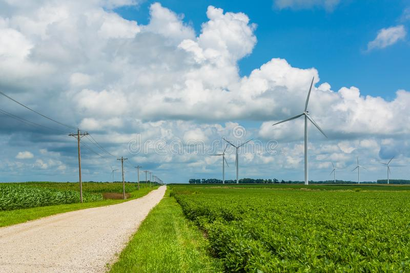 _droga i wiatraczek w wiejski Indiana obrazy stock