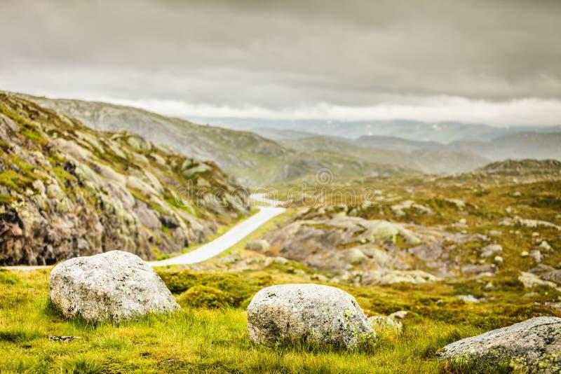 Droga krajobraz w norweskich górach fotografia stock