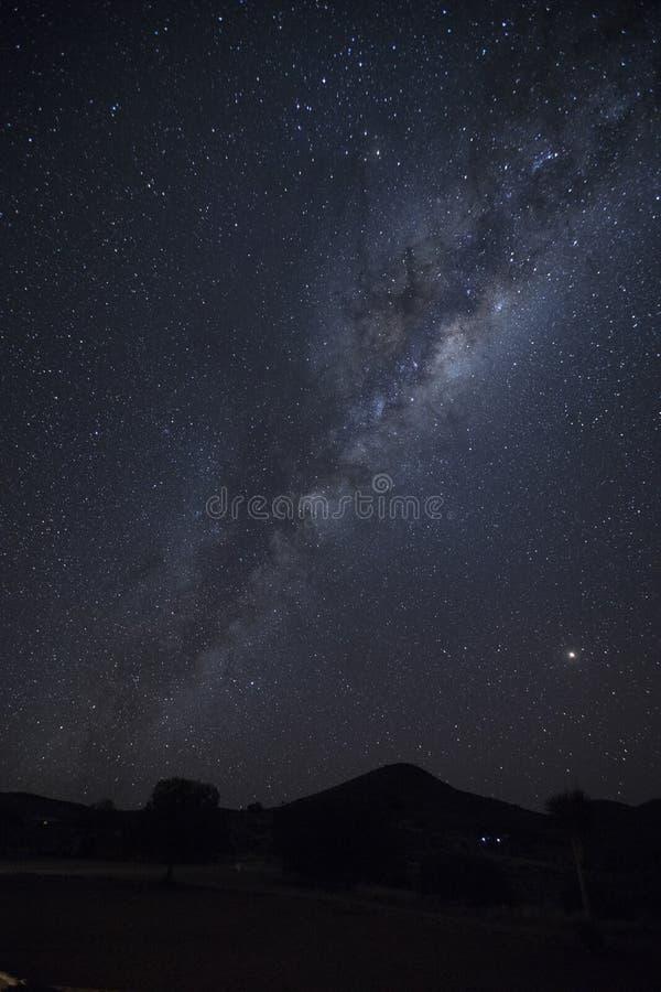 Droga Mleczna pasek przy nocą zdjęcia royalty free