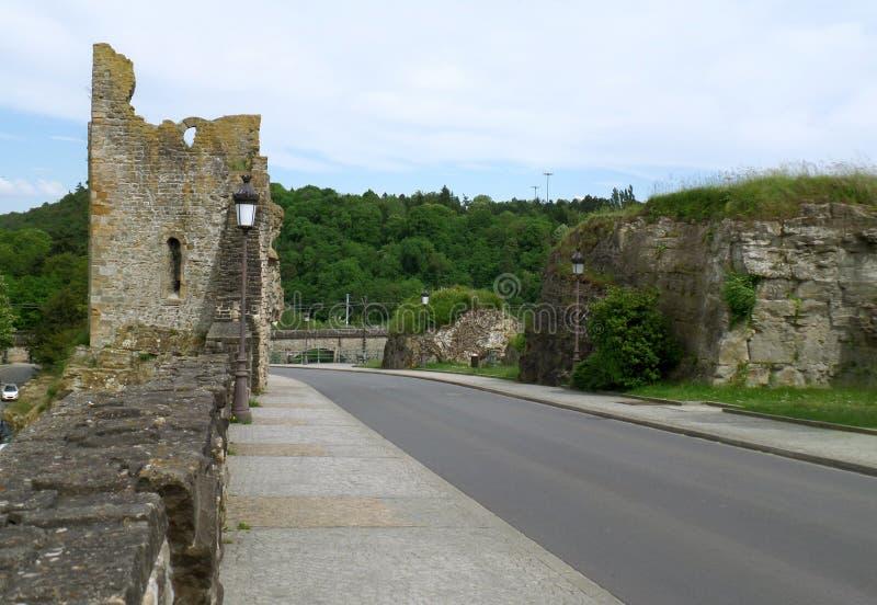 Droga na Bock kazamat prowadzeniu Dudniąca zębu ` ruina, Luksemburg miasto fotografia royalty free