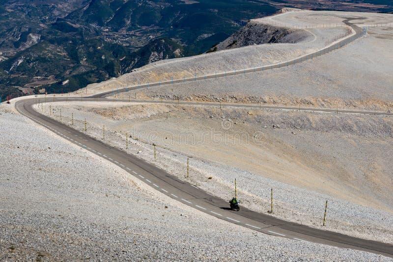 Droga na górze Mont Serein Ventoux w Provence, Francja obrazy stock
