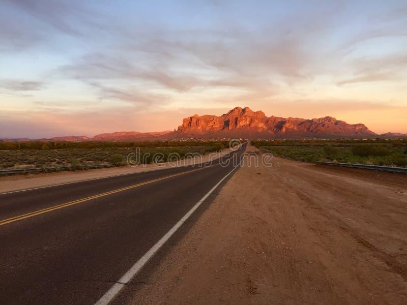 Droga przesąd góry zdjęcie royalty free