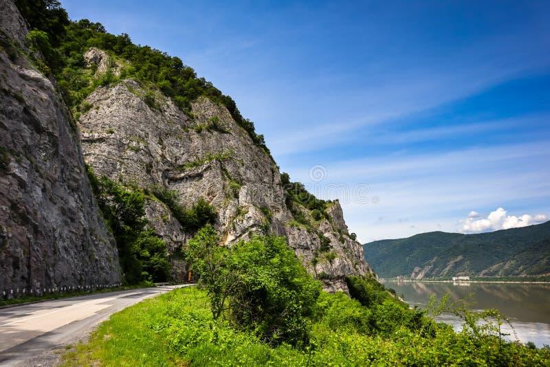 Droga rzek?, lasami i g?rami Danube, zdjęcie royalty free