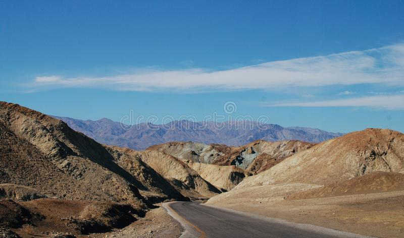 Droga w Śmiertelnej doliny pustyni obraz stock