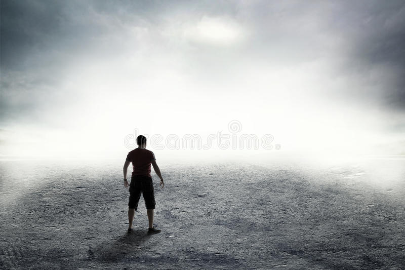 Droga w gęstej mgle fotografia stock