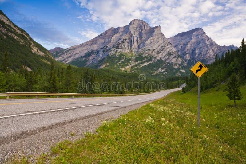Droga w Kananaskis kraju w Kanadyjskich Skalistych górach obraz royalty free