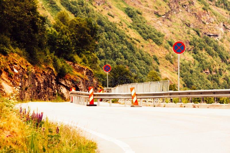Droga w norweskich górach obrazy stock