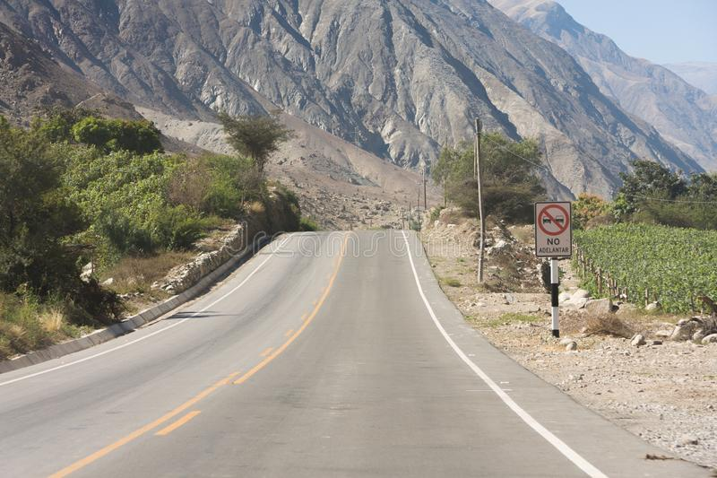 Droga w peruvian ?redniog?rzach obraz royalty free