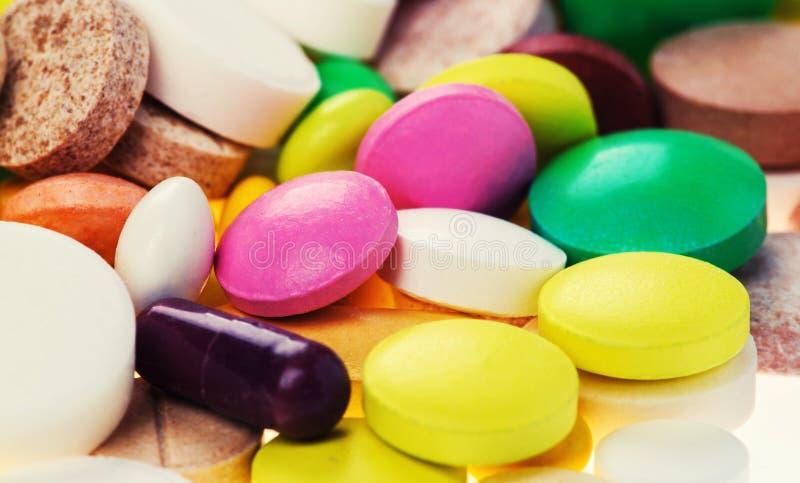 Drogas, píldoras, tabletas y cápsulas farmacéuticas clasificadas de la medicina fotos de archivo libres de regalías
