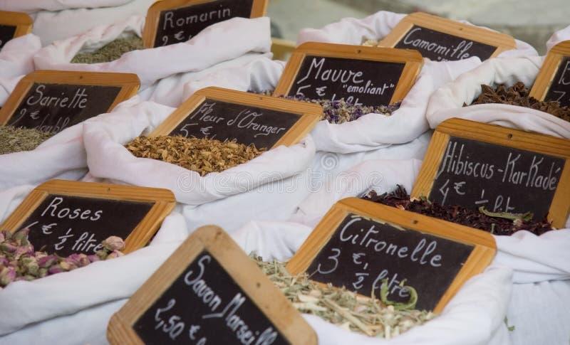 Droge bloemen en kruiden voor verkoop royalty-vrije stock fotografie