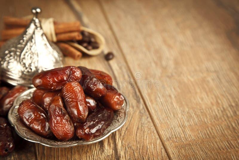 Droge dadelpalmvruchten of kurma, ramadan (ramazan) voedsel royalty-vrije stock foto