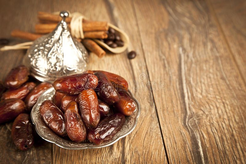 Droge dadelpalmvruchten of kurma, ramadan (ramazan) voedsel royalty-vrije stock afbeelding