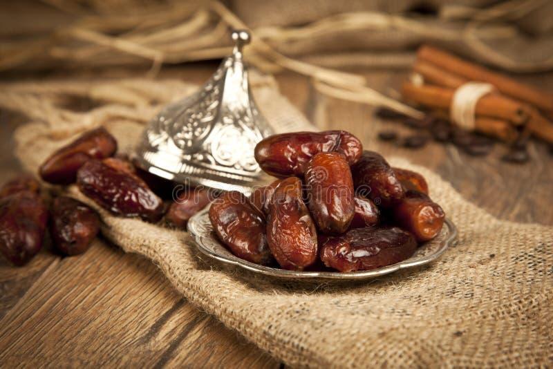 Droge dadelpalmvruchten of kurma, ramadan (ramazan) voedsel royalty-vrije stock afbeeldingen