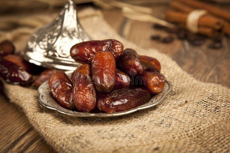 Droge dadelpalmvruchten of kurma, ramadan (ramazan) voedsel stock foto
