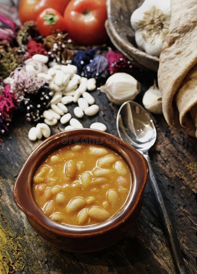 Droge die bonen in braadpan worden gekookt royalty-vrije stock foto