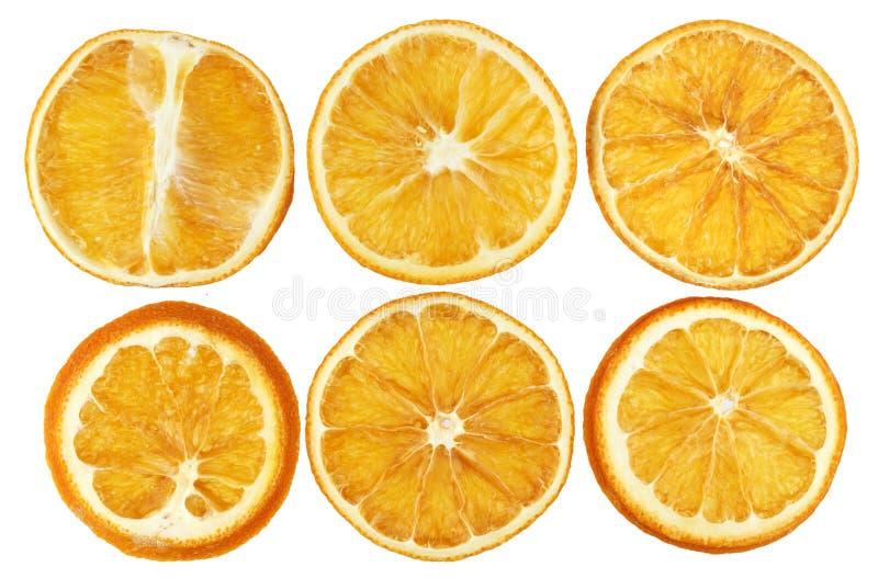Droge die sinaasappelen op witte close-up worden geïsoleerd als achtergrond stock afbeeldingen