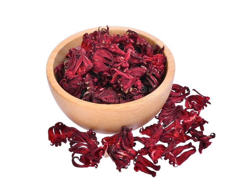 Droge hibiscussabdariffa of roselle vruchten in houten kom stock afbeeldingen