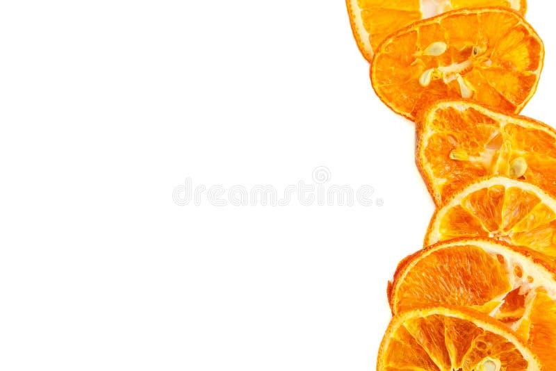 Droge oranje plakken die op witte achtergrond worden ge?soleerd Hoogste mening royalty-vrije stock foto