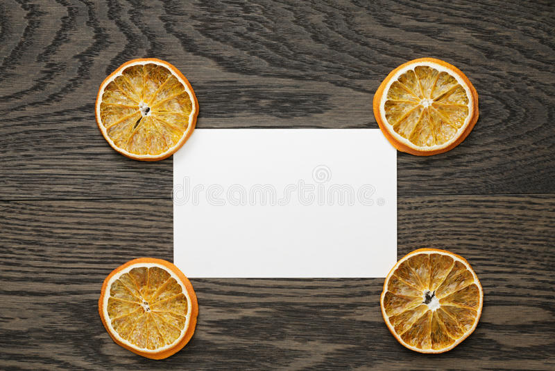 Droge oranje plakken met document kaart royalty-vrije stock afbeelding