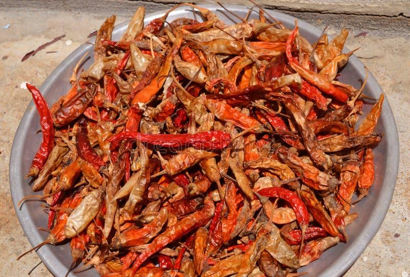 Droge rode Spaanse pepers als geweven voedselachtergrond stock foto's