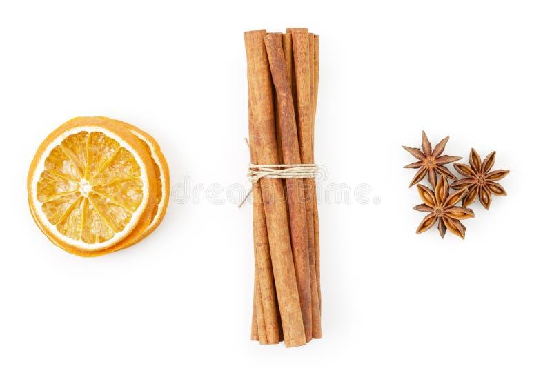 Droge sinaasappelen met kaneel en anijsplant stock fotografie