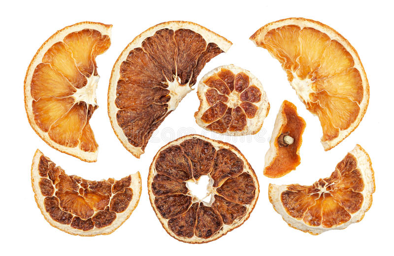 Droge sinaasappelenplakken die op witte achtergrond worden geïsoleerd royalty-vrije stock afbeelding