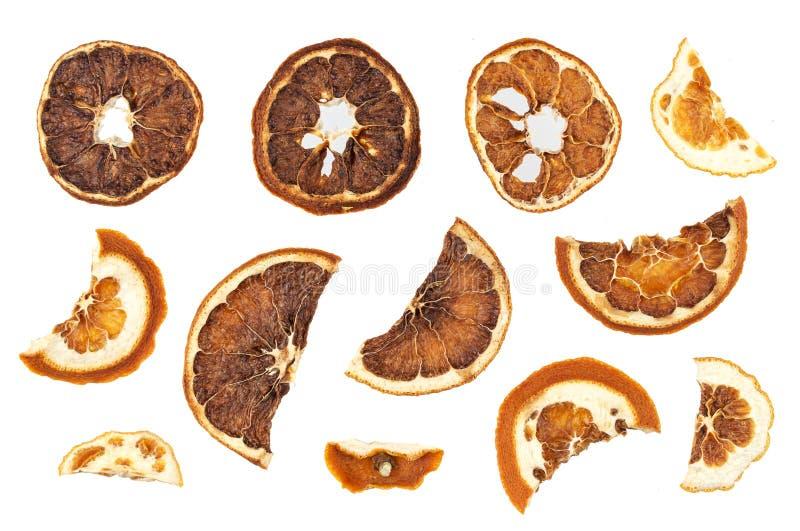 Droge sinaasappelenplakken die op witte achtergrond worden geïsoleerd stock fotografie