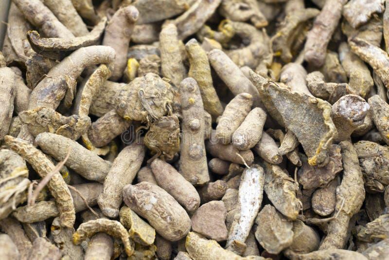 Droge van de kurkumalonga van kurkumawortels close-up als achtergrond Kokende voedselachtergrond stock afbeeldingen