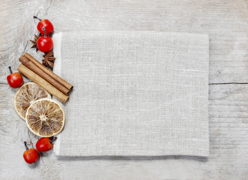 Droge vruchten op houten achtergrond stock foto's