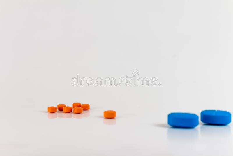 Droger i form av piller av olika format, former och färger fotografering för bildbyråer