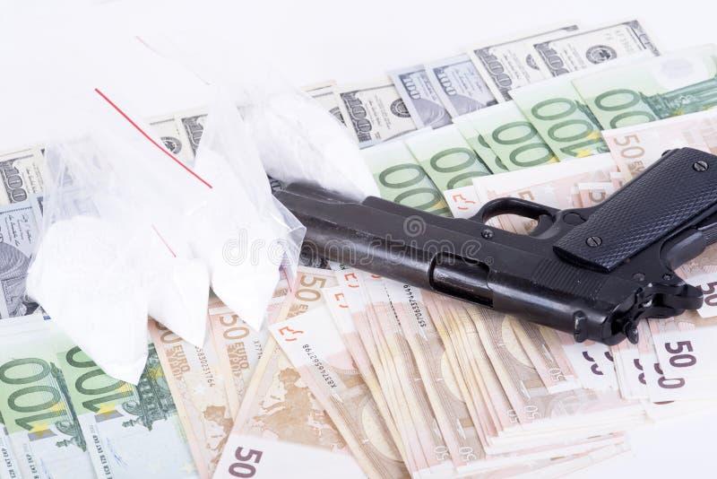 Droghe, soldi, cocaina e pistola immagine stock libera da diritti