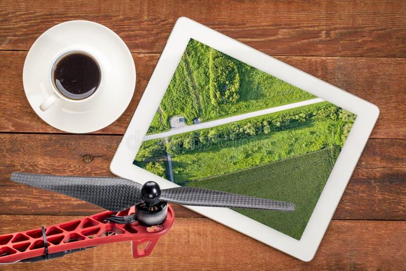 Drogi i ziemi uprawnej widok z lotu ptaka fotografia royalty free